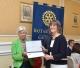 L'assessore Emanuela Fracassi riceve il riconoscimento del Rotary Club di Genova