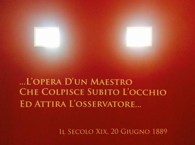 muro rosso interno Accademia con feritoie di luce