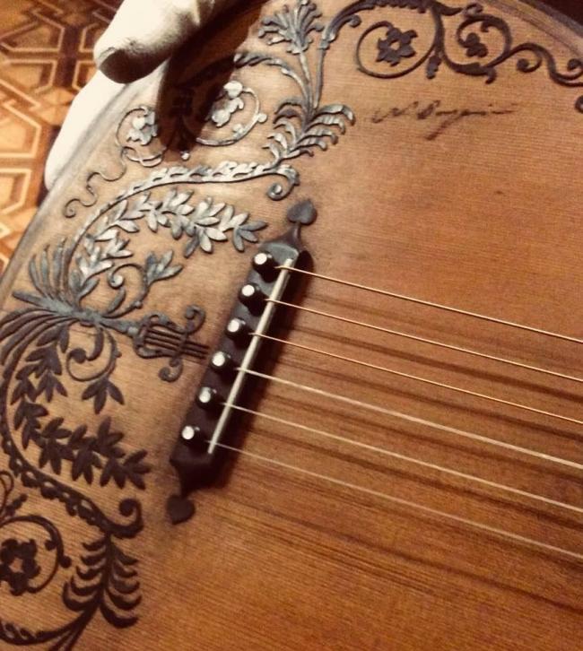 particolare di  chitarra