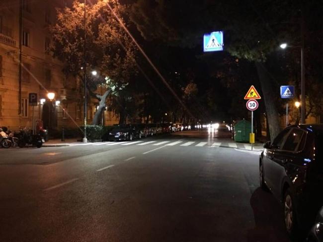 via Corsica in notturna