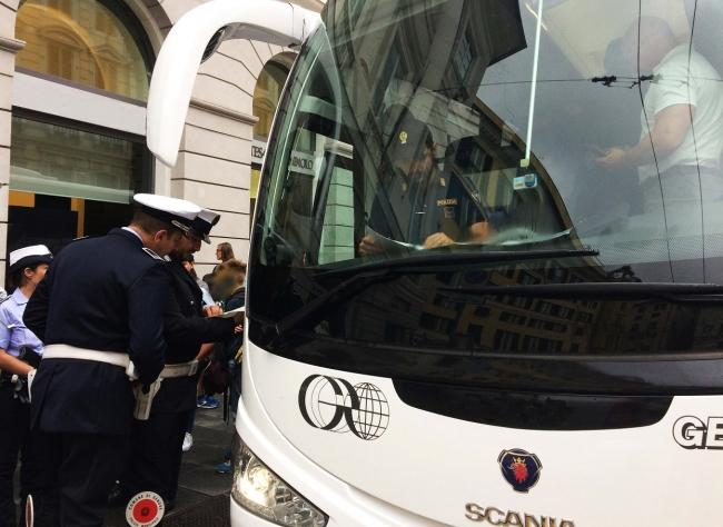 I controlli di Polizia Stradale e Locale agli autobus delle gite scolastiche