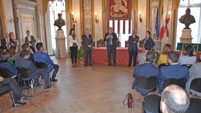Il sindaco parla ai Diplomatici in sala