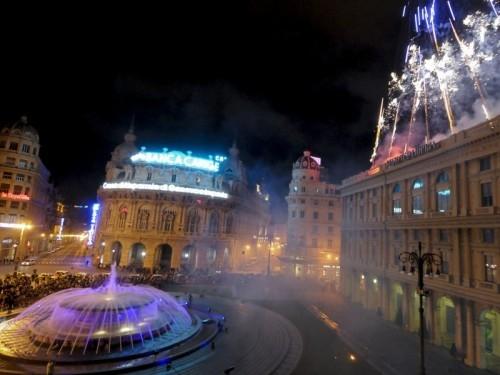 piazza De Ferrari di notte