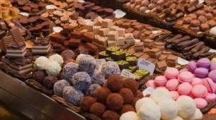 cioccolatini e macarons rosa