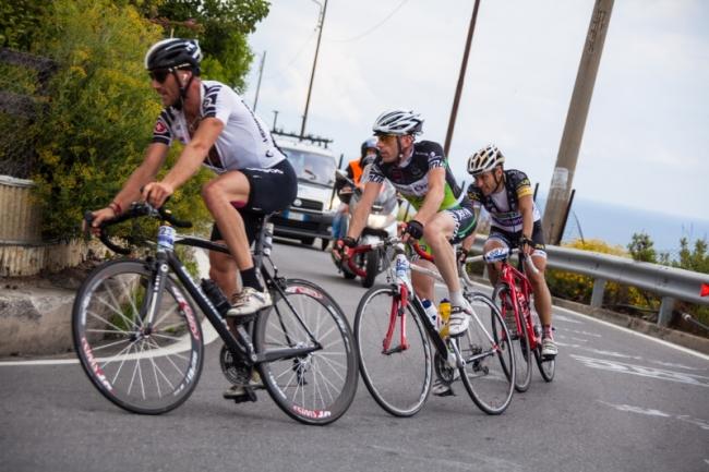uomini in bicicletta