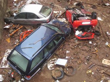 Automobili devestate dal Fereggiano. foto di M.Giordano