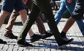 persone che camminano