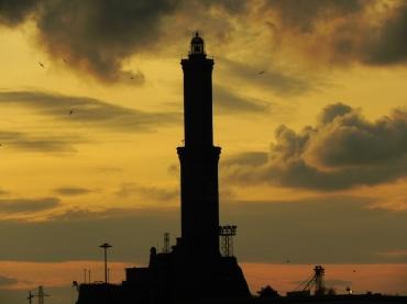 la lanterna al tramonto (foto cittadigitale)