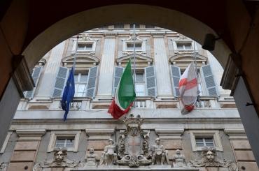 bandiere a mezz'asta a palazzo tursi