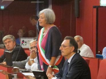 La sindaco e parte della Giunta in Consiglio Comunale - Foto di Michele Luna