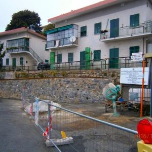 muro dopo l'intervento con area cantiere