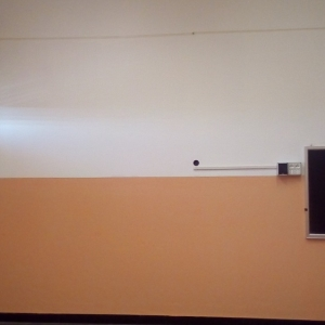aula vista frontale dopo la tinteggiatura