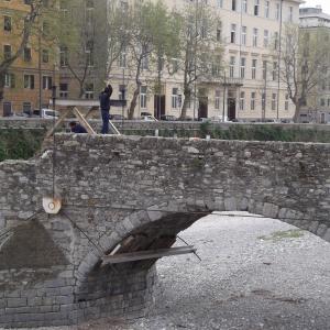 pulizia strutture metalliche visione laterale ponte