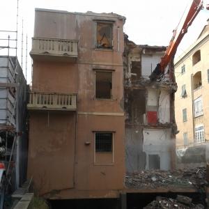palazzo in demolizione