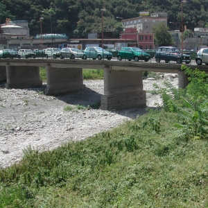 ponte Bezzecca, pile in alveo
